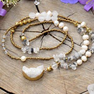 ~SNY~ Dlouhý perlový náhrdelník s drúzou křišťálu ve tvaru Měsíce