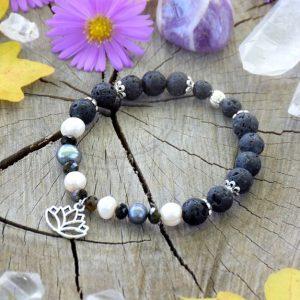 ~SÍLA~ Perlový náramek s lávovými kameny a turmalínem, lotosový květ