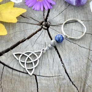 ~MÍR~ Originální přívěsek na klíče keltský trojúhelník s lapisem lazuli