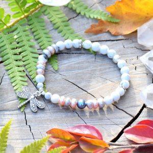 ~NĚHA~ Elegantní perlový náramek s howlitem a pravými perlami, vážka
