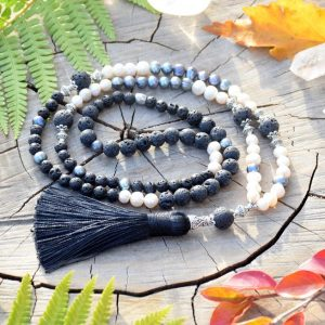 ~SÍLA~ Luxusní perlový náhrdelník - modlitební korále mála s lávovým kamenem