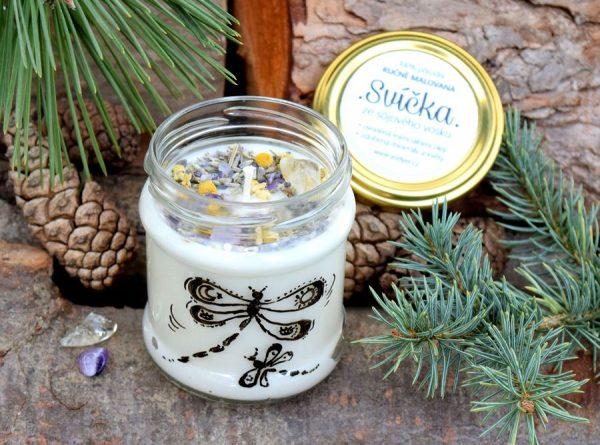Ručně malovaná přírodní vonná svíčka s minerály a květy *NA KŘÍDLECH*, sojový vosk