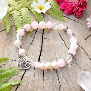 ~ČISTOTA~ Perlový náramek z madagaskarského růženínu, přívěsek srdce
