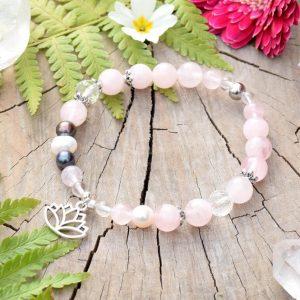 ~ČISTOTA~ Perlový náramek z madagaskarského růženínu, přívěsek lotos