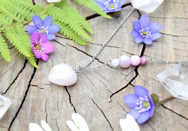~ČISTOTA~ Minerální náhrdelník s růženínem ve tvaru srdce, nerez ocel