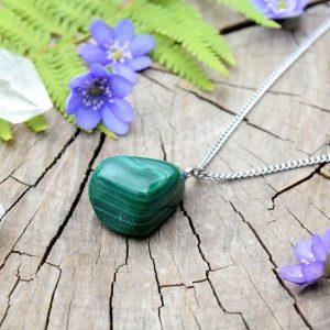 ~VYROVNANOST~ Minerální náhrdelník s malachitem, řetízek z chirurgické ocele