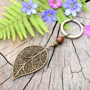 ~(POD)VĚDOMÍ~ Originální přívěsek na klíče list s unakitem a dřevem