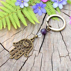 ~NĚŽNOST~ Originální přívěsek na klíče Hamsa s ametystem a křišťálem