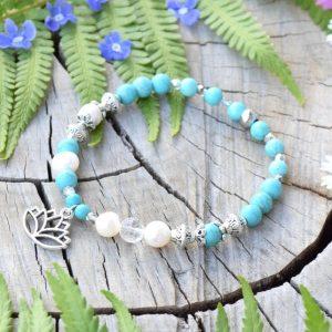 ~KLIDNÁ MYSL~ Perlový náramek s howlitem a křišťálem, přívěsek lotosový květ