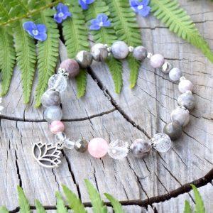 ~SNĚNÍ~ Luxusní minerální náramek z rodochrozitu, maifanitu a jaspisu, lotosový květ