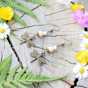 ~MEDITACE~ Visací perlové náušnice vážky s magnezitem