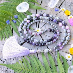 ~DUŠE~ Luxusní modlitební korále mála z fialových minerálů a čaroitu, 108 korálků