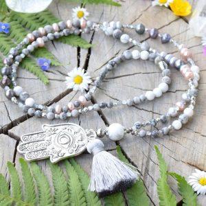 ~NĚHA~ Dlouhý perlový náhrdelník s Hamsou, jaspisem a howlitem