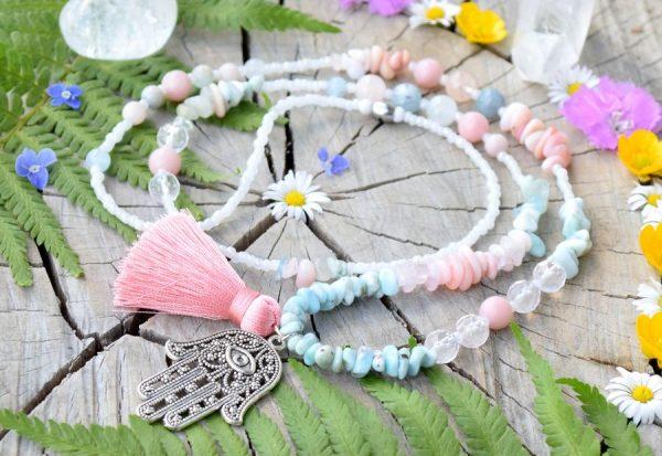 ~SVÍTÁNÍ~ Dlouhý minerální náhrdelník s Hamsou, morganit, růžový opál a larimar