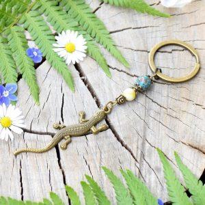 ~Z TAJEMNÉHO LESA~ Originální přívěsek na klíče ještěrka s chryzokolem