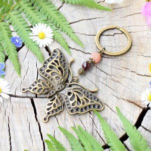 ~OHEŇ~ Originální přívěsek na klíče motýl s granátem a achátem