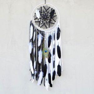 ~JIN A JANG~ Jedinečný velký ručně vyráběný lapač snů s pírky a howlitem, 30x100 cm