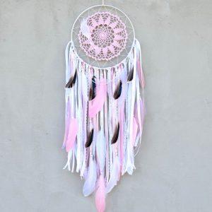 ~ČISTOTA~ Jedinečný ručně vyráběný lapač snů s pírky a pravou perlou, 25x80 cm