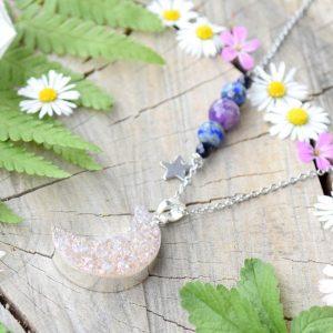 ~MAGIE~ Jedinečný náhrdelník s drúzou achátu Měsíc, lapis a ametyst, nerez ocel